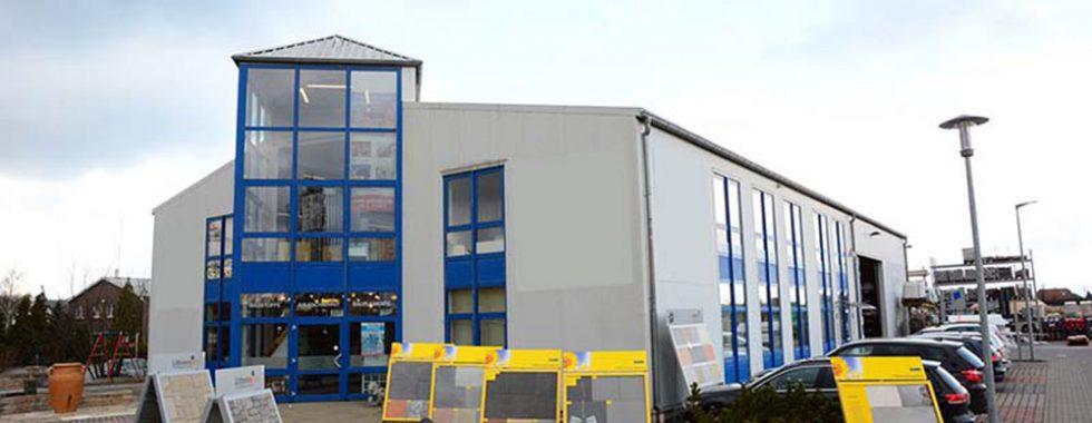 Reserviert: Moderne Gewerbehalle mit Büroräumen und Lagerflächen